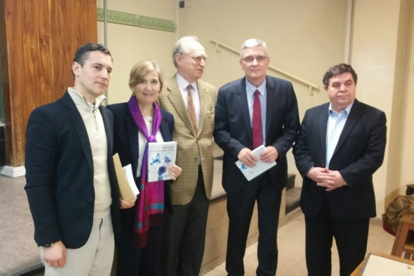 From right to left: Iordan Gheorghe Barbulescu, President of the Senate of Romania, the author Daniel Daianu, Francisco Aldecoa, Full professor of the UCM, Mar Duque, Director of International Relations of the EIIS and Professor of the UPM, and Eduardo Luis Junquera, writer and professor of the UCM.